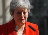Video: Thủ tướng Theresa May bật khóc khi tuyên bố từ chức
