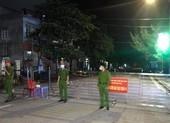 Phong tỏa thêm nhiều khu dân cư liên quan bệnh nhân 950