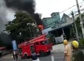 Xe bồn cháy dữ dội tại trạm xăng, 3 người thương vong