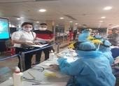 TP.HCM ngưng lấy mẫu sàng lọc COVID-19 tại sân bay, nhà ga