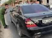 Bắt giam người dùng ô tô chặn xe chở bê tông vào công trình