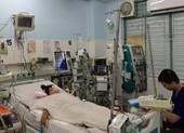 Kẹt xe nửa tiếng, vừa đến cổng bệnh viện bé gái ngưng tim