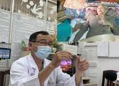 Bác sĩ đứng giữa chọn lựa ghép da con cứu mẹ già 82 tuổi