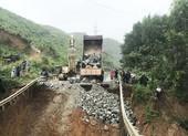 Sụt lún hàng chục mét trên quốc lộ 26, giao thông bị chia cắt