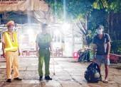 1 người đàn ông đi bộ 4 ngày từ Bình Phước đến Sóc Trăng được hỗ trợ về quê