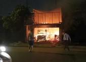 Quán cơm bị cháy, chủ quán đứng nhìn trong tuyệt vọng