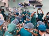 Cận cảnh ca đại phẫu thuật tách cặp Trúc Nhi - Diệu Nhi