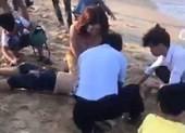 Tắm biển đầu năm, 7 học sinh bị đuối nước