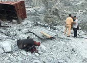Xe tải rơi hàng trăm mét xuống hầm đá, tài xế tử vong