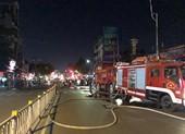 Cháy nhà gần chợ Nguyễn Văn Trỗi, cả khu phố náo loạn