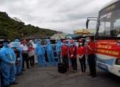Hội chữ thập đỏ Hà Nội trao quà cho Đà Nẵng trên đèo Hải Vân