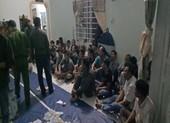 Cảnh sát phá cửa bắt 44 người chơi xóc đĩa