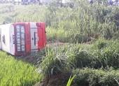Xe buýt lật dưới ruộng, 2 người tử vong, 8 người bị thương