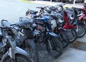 Thấy công an, 12 người chở thuốc lá lậu vứt xe máy bỏ chạy