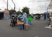 Công an Vĩnh Long hỗ trợ cơm, nước cho công dân về quê tự phát