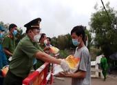 Công an An Giang hỗ trợ 200 tấn gạo cho người khó khăn do COVID-19