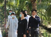 Bà Nguyễn Thị Kim Ngân đến viếng, thăm vườn cây bác Hai Nghĩa