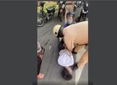 CSGT chĩa súng, bắt kẻ cướp cầm dao khống chế tài xế xe buýt