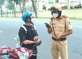 Ngày đầu 'bình thường mới', CSGT tuần tra kiểm soát người dân ra đường ra sao?