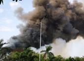 Video: Lửa bùng phát trong đêm tại kho hạt điều 15.000 tấn