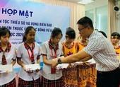 12 trường tiếp tục đồng hành cùng Quỹ học bổng Vừ A Dính