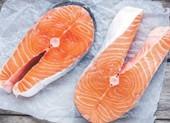 Sự khác biệt giữa thịt cá hồi đánh bắt tự nhiên và cá hồi nuôi