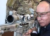 Ông Putin trổ tài bắn tỉa 3 lần trúng mục tiêu cách 600m