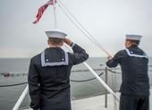 Bốn thủy thủ Mỹ trên tàu sân bay tự tử