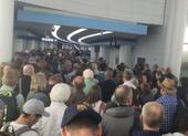 Dân từ châu Âu về kẹt cứng sân bay Mỹ chờ kiểm tra COVID-19