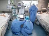 COVID-19 Anh: Khủng hoảng đồ bảo hộ vì 'sóng thần' bệnh nhân