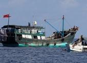 Indonesia triệu tập đại sứ TQ vì video thủy táng thuyền viên