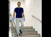 Ông Navalny đăng ảnh đi cầu thang, kể về quá trình hồi phục
