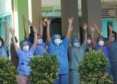 Bác sĩ, điều dưỡng reo hò khi bệnh viện Đà Nẵng dỡ phong tỏa