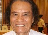 Nhà báo Trần Thanh Phương bán sách làm từ thiện