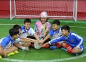 Sam và ST Sơn Thạch tặng 20 triệu đồng cho cầu thủ nhí có hoàn cảnh khó khăn