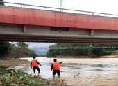 Thi bơi qua sông sau khi nhậu, 1 người mất tích