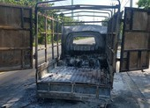 Tài xế cố lái xe chở cồn cháy dữ dội đi tìm nước để dập lửa