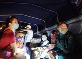 Đà Nẵng: Trắng đêm dầm mưa đưa dân đi sơ tán để tránh bão