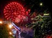 Pháo hoa tưng bừng đón chào năm 2021