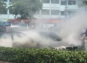 Ô tô BMW bốc cháy trên đường Phạm Văn Đồng