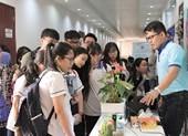 Học sinh lớp 12 trải nghiệm một ngày làm sinh viên ĐH Quốc tế