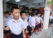 Đà Nẵng: Đại biểu ngồi sau học sinh trong lễ khai giảng