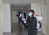 ĐH Quốc gia TP.HCM phun hàng trăm lít thuốc khử trùng KTX