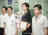 Hoa hậu Đỗ Mỹ Linh tặng 300 triệu đồng giúp bệnh nhi ghép tim