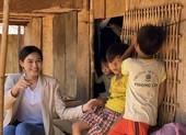 Hoa hậu Đỗ Hà lội suối bị vắt cắn khi làm dự án nhân ái