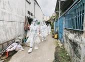 Tiểu Vy, Phương Anh mặc đồ bảo hộ xông pha cứu trợ xóm trọ nghèo