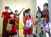 Tặng quà trung thu những em nhỏ mắc COVID-19 tại bệnh viện dã chiến số 7