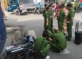 Taxi va chạm làm 2 người thương vong ở Tân Phú rồi bỏ trốn
