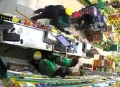 2 kẻ cướp dùng vật giống súng tấn công cửa hàng Bách Hóa Xanh
