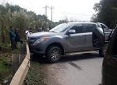 Truy bắt 2 người bỏ chạy, để lại xe bán tải và 9 bao ma túy